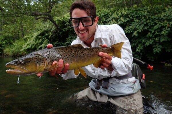 guided fly fishing in the pocono moutains for big wild trout with filingo fly fishing (905)